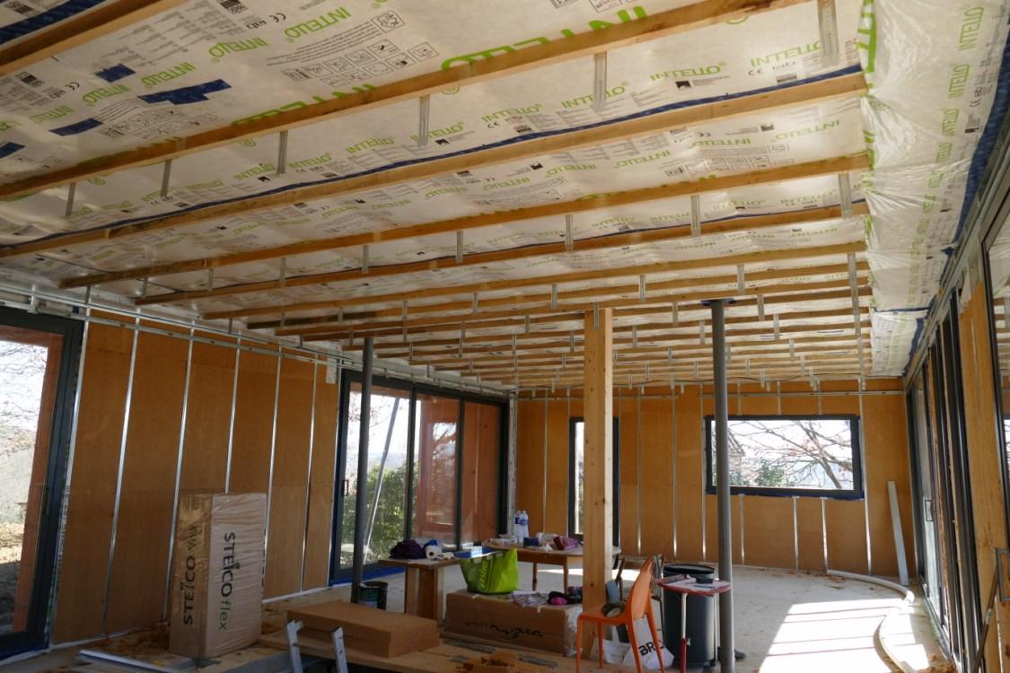 suspentes au plafond et encore un peu d isolant dans les murs la maison de marie tom. Black Bedroom Furniture Sets. Home Design Ideas